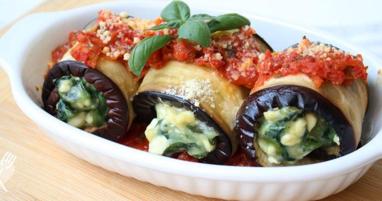 Lasaña de berenjenas rellenas de espinaca y salsa de tomate
